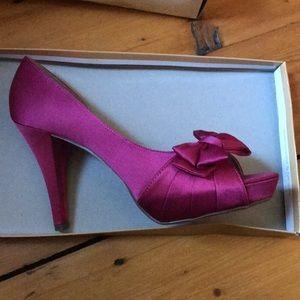 Michael Angelo peep toe shoe